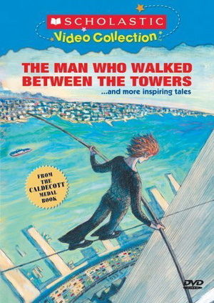Мужчина, который ходит среди башен