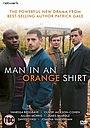 Мужчина в оранжевой рубашке